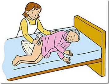 おむつ交換の介護を受けている女性