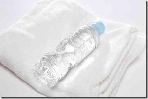ペットボトルとタオル