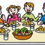家族で夕食を囲む