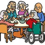 施設内で話をする高齢者