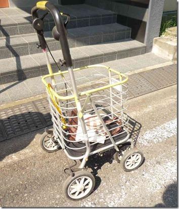 買い物かごが置けるアルミのシルバーカー(歩行器)
