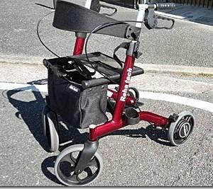 自動抑速ができるブレーキ付きの歩行車を母に使って貰いました