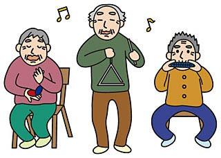 3人で演奏をする高齢者