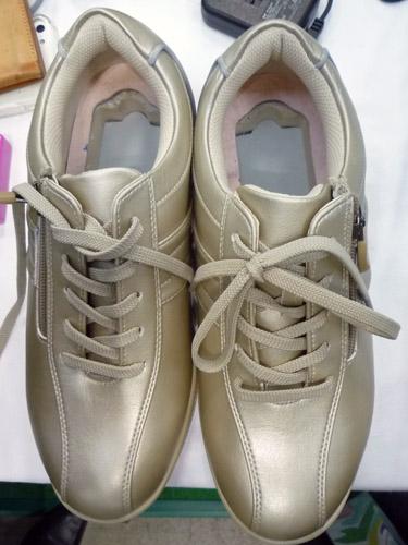 小型GPS通信端末の靴