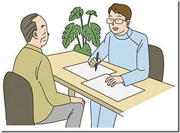 医師の質問に答える高齢者
