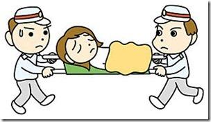 救急車で運ばれる女性