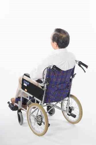 車椅子の高齢者
