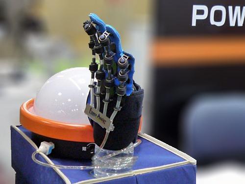 手の麻痺を解消するリハビリロボット