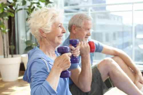 高齢夫婦の自宅筋トレ