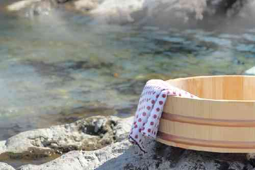 露天風呂と桶