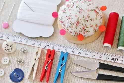 針と糸の裁縫道具