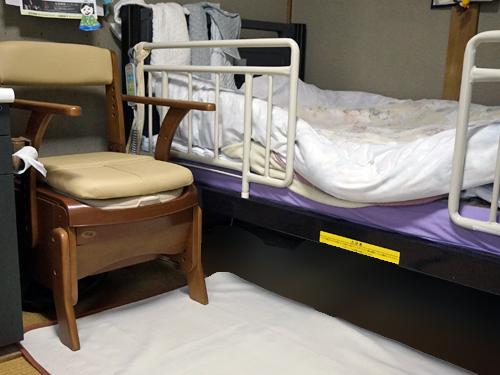 介護ベッドとポータルトイレ