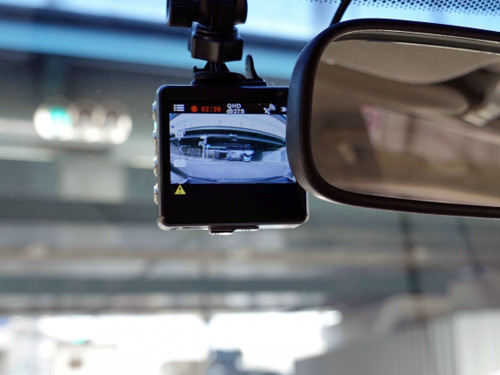 フロントガラスのドライブレコーダー