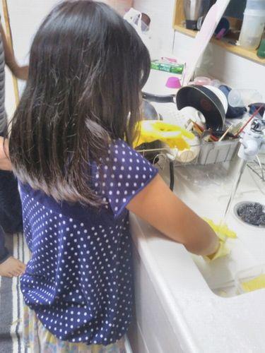 子供の皿洗い