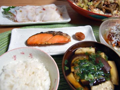 夕食の家庭料理